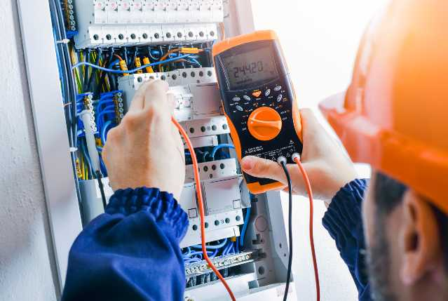 Få 3 tilbud med priser og find en billig elektriker