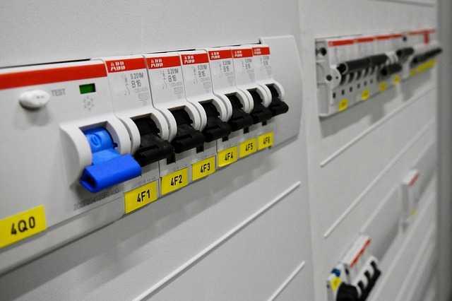 Få 3 tilbud med priser på et billigt el-tjek
