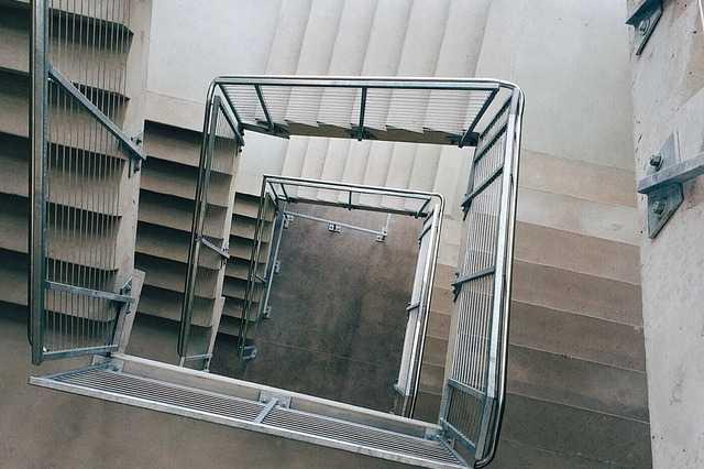 Få 3 tilbud med priser på renovering af trappeopgang